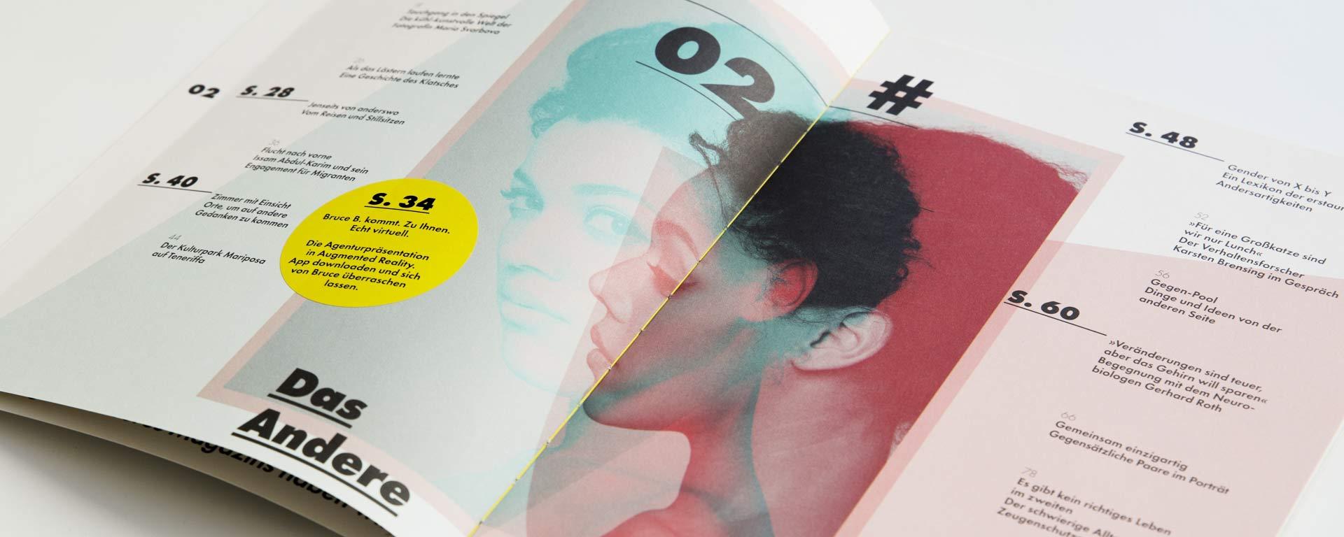 Aufgeklappte Doppelseite zeigt das Inhaltverzeichnis der zweiten Ausgabe von Bruce B. Das Magazin. In der Mitte ist das Portrait einer Frau in farbiger Doppelbelichtung zu sehen