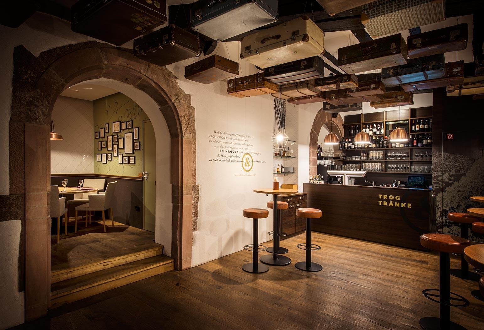 Innenraum des Bistroteils mit Bar.