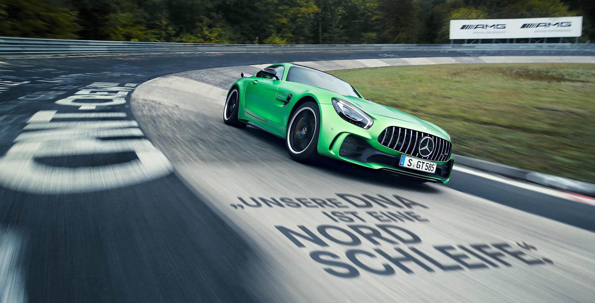 Grüner Mercedes-AMG GT R auf der Nordschleife