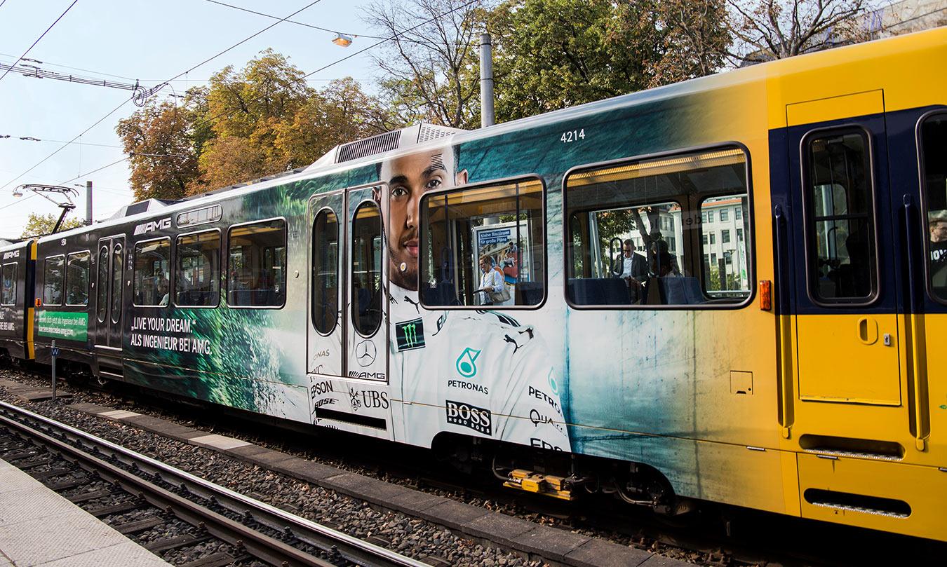 Mercedes-AMG HR Werbung auf einer Straßenbahn