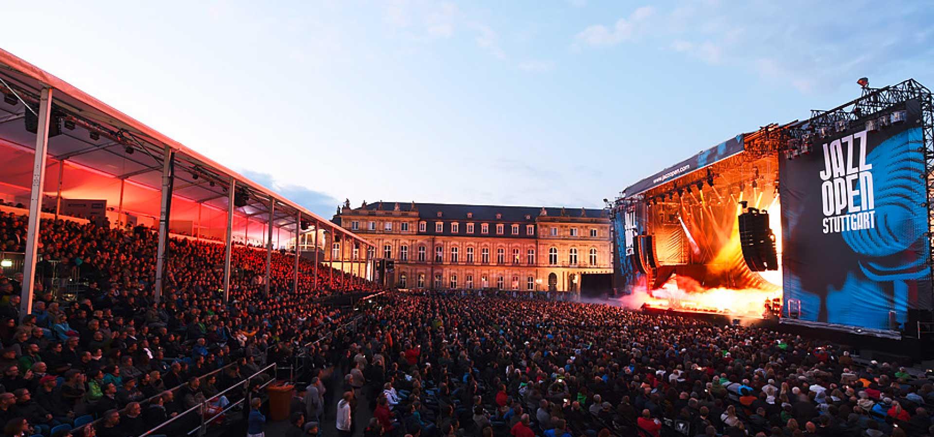 Konzertszene beim Jazzopen auf dem Schlossplatz in Stuttgart.