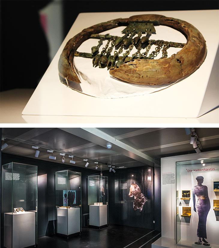 Exponat eines historischen Schmuckstücks. / Eindruck auf dem Inneren eines Event-Containers mit diversen Exponaten hinter Glas.